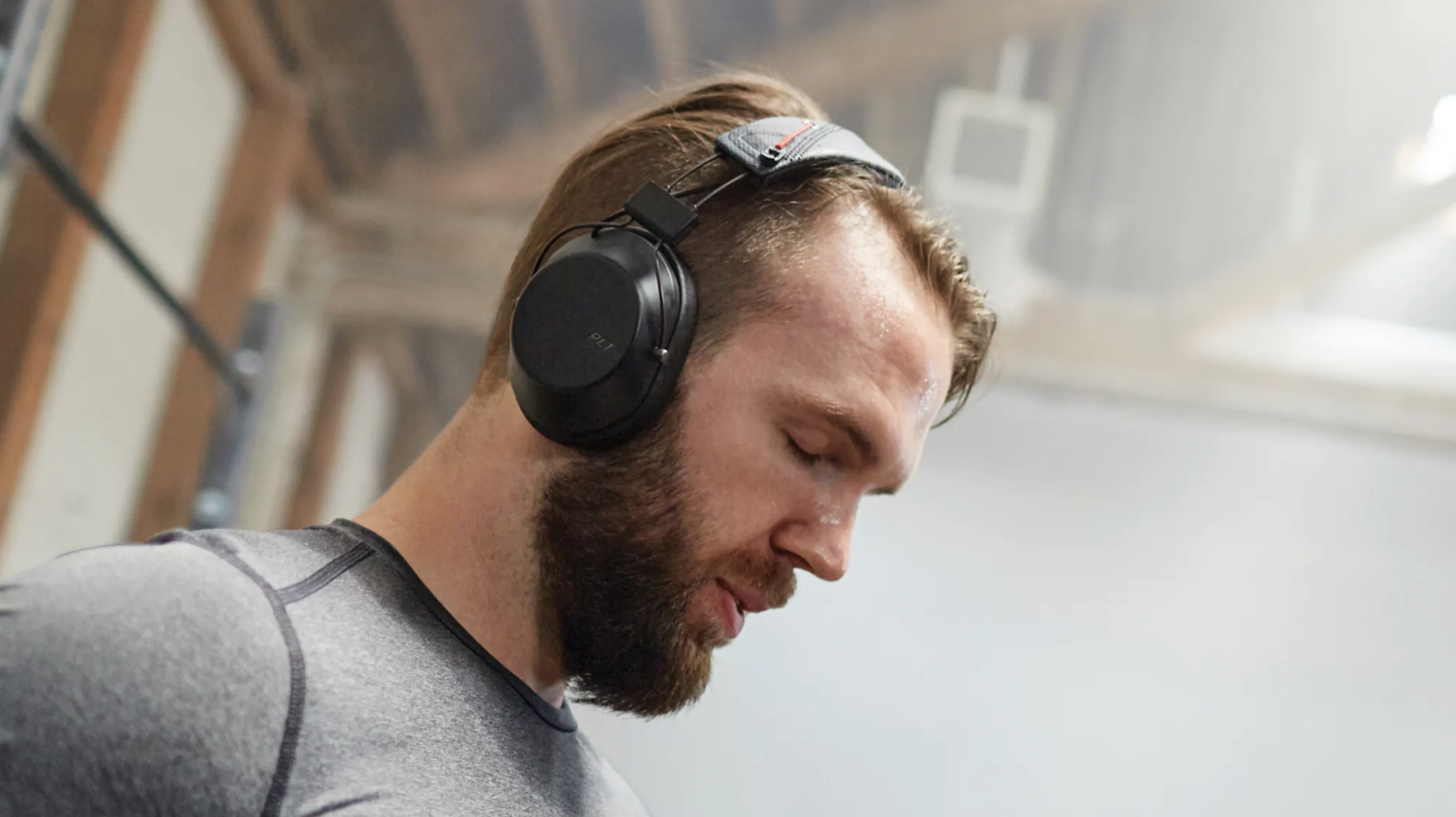 Backbeat Fit 6100 – Over Ear headphones for the gym or office